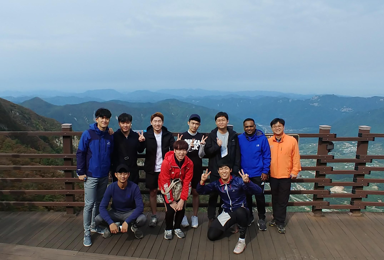 Hiking up Cheonhwang mountain with prof. Manish Chhowalla!!